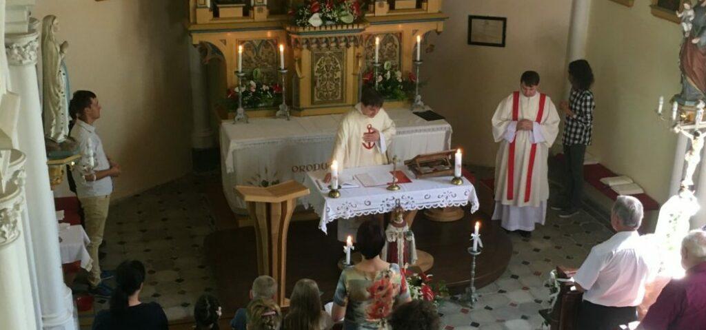 Mše ze slavnosti sv. Cyrila a Metoděje v kapli v Milostovicích 5. 7. 2020.